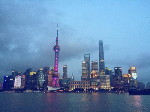 上海新增兩例本土確診病例。圖為黃浦江的高樓。(百度)