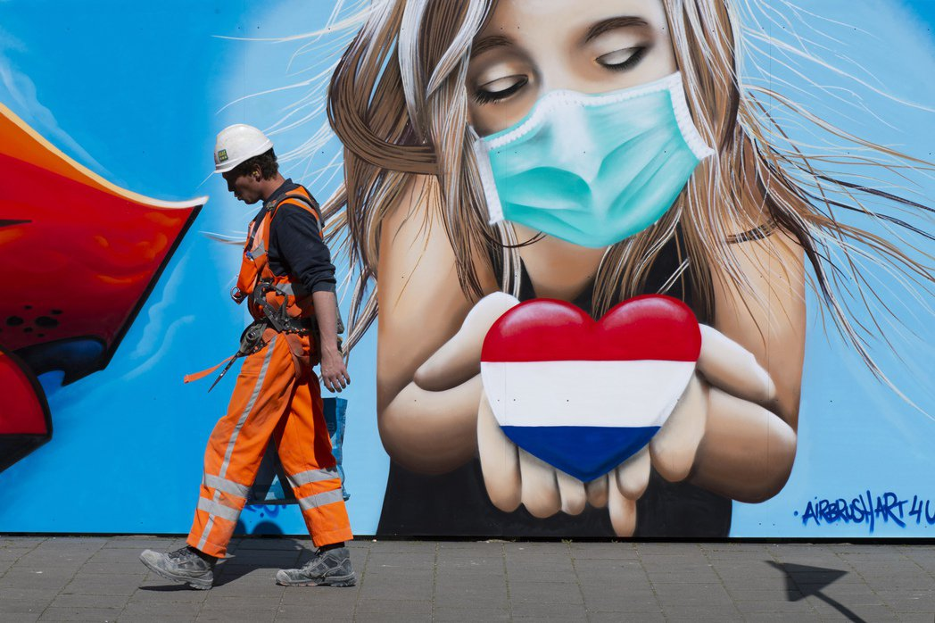 荷蘭政府20日提議實施全國性宵禁,並禁止從南非和英國啟程的客機入境,預料於國會批...