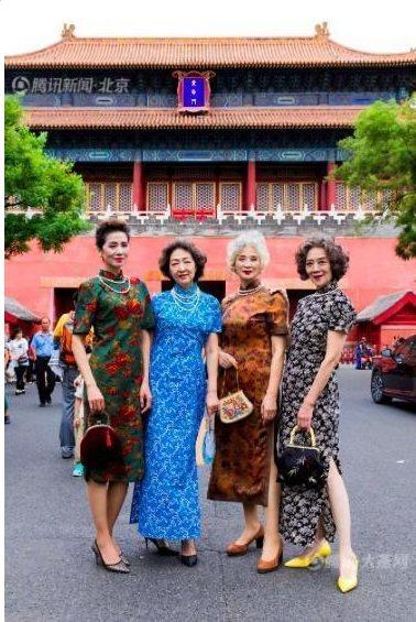 四位老人的平均年齡67歲,她們為組合取名為「時尚奶奶」,在抖音爆紅。 圖/截自新...