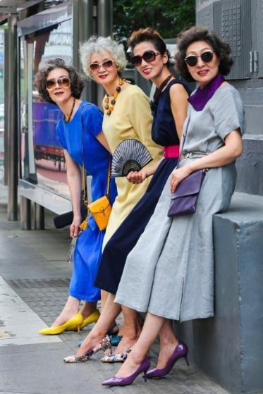 大陸網友看了時尚奶奶的影音後驚呼,「希望以後像奶奶一樣」、「是我羨慕的樣子 就算...