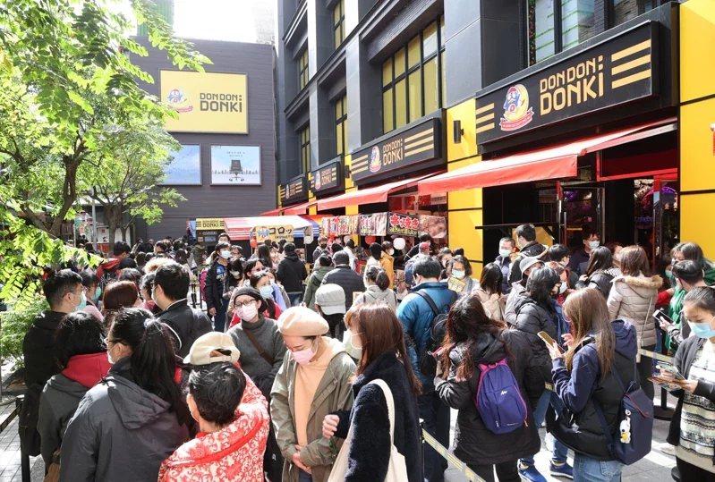 日本唐吉軻德「DON DON DONKI」正式開幕,西門町首店將24h營業,大批...