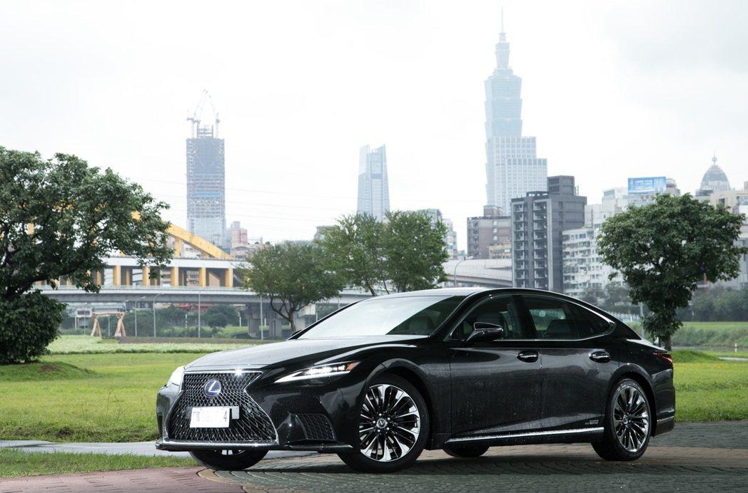 LS 500h提供另一種更高CP值的旗艦房車選項。 記者陳立凱/攝影