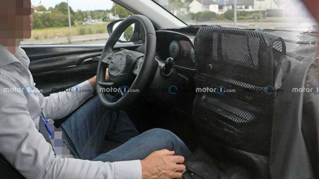 全新Hyundai Bayon內裝無偽裝照曝光。 摘自Motor 1