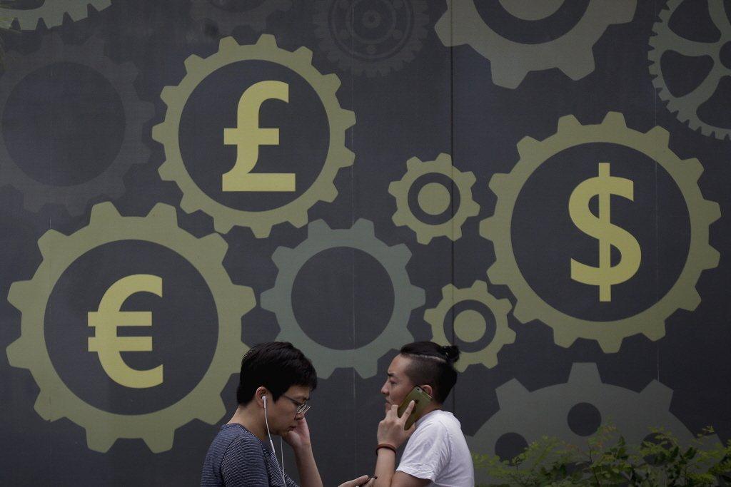 2016年,英國累計家計單位借貸總額已經來到1.5兆英鎊,遠高於他們的平均年所得。 圖/美聯社
