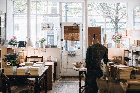 獨立書店 Persephones Bookshop 位於倫敦 Lamb's Co...