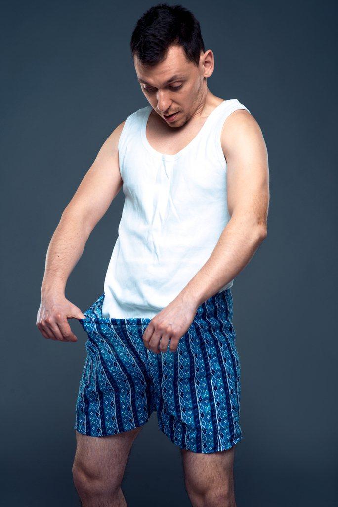 一名51歲男子到好友家中作客,竟被「割禮」對待。示意圖/ingimage