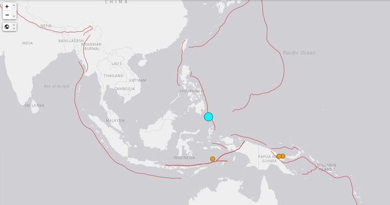 菲律賓民答那峨島距離Pondaguitan市213公里處的海上21日發生芮氏規模7的強震,由美國地質研究所率先發布消息。圖/翻攝自USGS