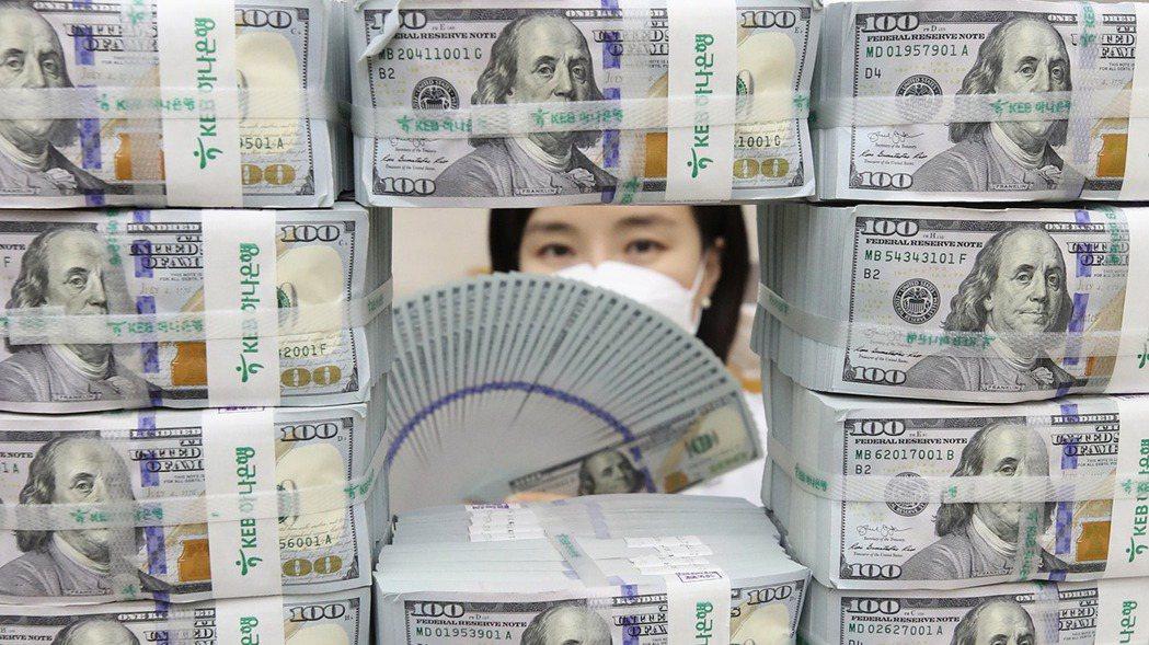 投資人對拜登新政府推出大規模經濟刺激計畫寄予厚望,美元兌多數貨幣周三下跌。歐新社