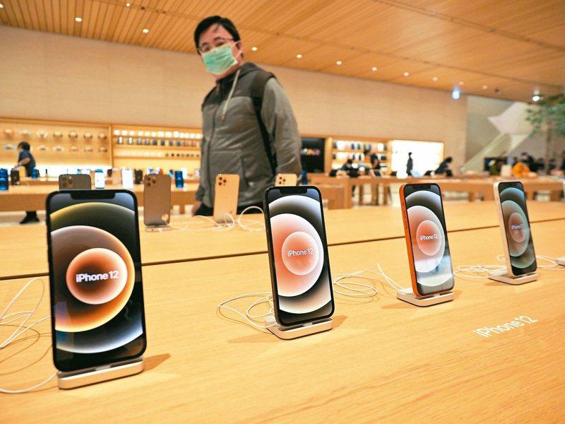 傳出蘋果今年的新機種變動不大,因此可能用iPhone 12s命名,也可避開13這個數字。圖/歐新社