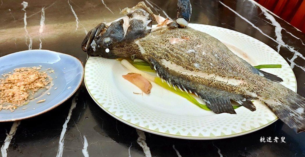 新鮮活魚的食材不需要複雜的料理,真正的美味來源於食材最原始的味道,魚只要去腥就是美味,蘸點薑泥醋汁更能襯托出鮮魚的原味。