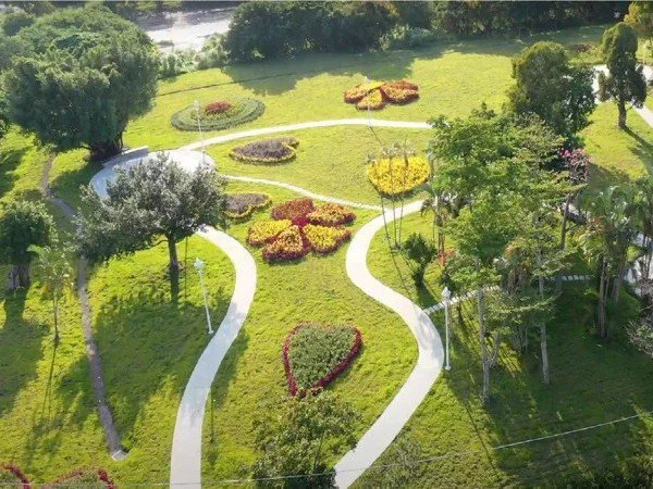 新北「城市之瘤」五股垃圾山目前違建已全數拆除,綠美化也見成效。圖/新北市景觀處提供
