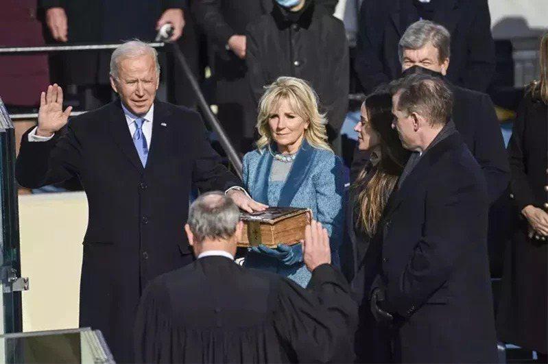 拜登宣誓就職,正式成為美國第46任總統。 (美聯社)