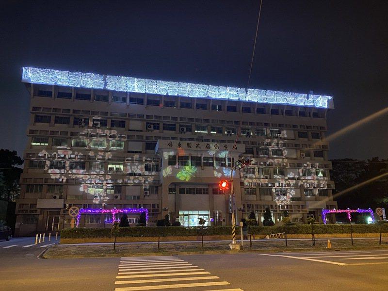 2021屏東綵燈節,萬年溪畔對面的衛生局大樓,夜晚也有燈光呼應。記者劉星君/攝影