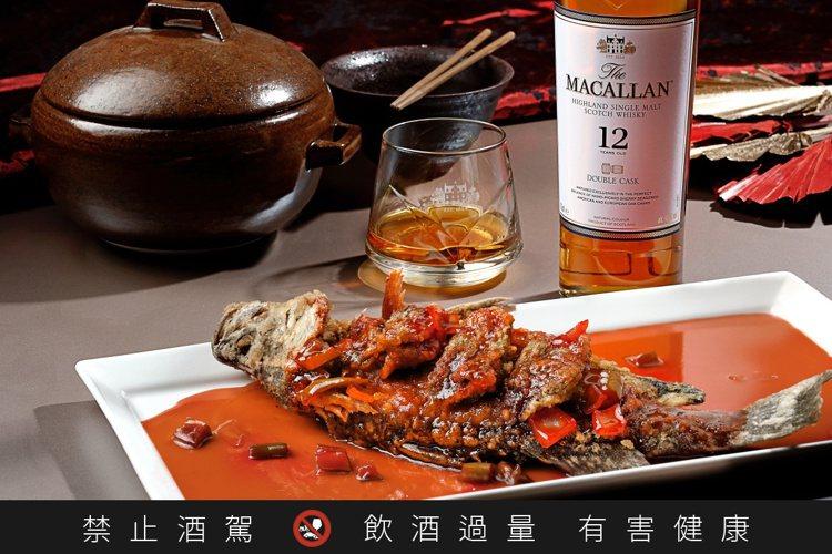 魚類料理適合搭配清柔淡雅的麥卡倫雙雪莉桶12年。圖/麥卡倫提供。提醒您:禁止酒駕...