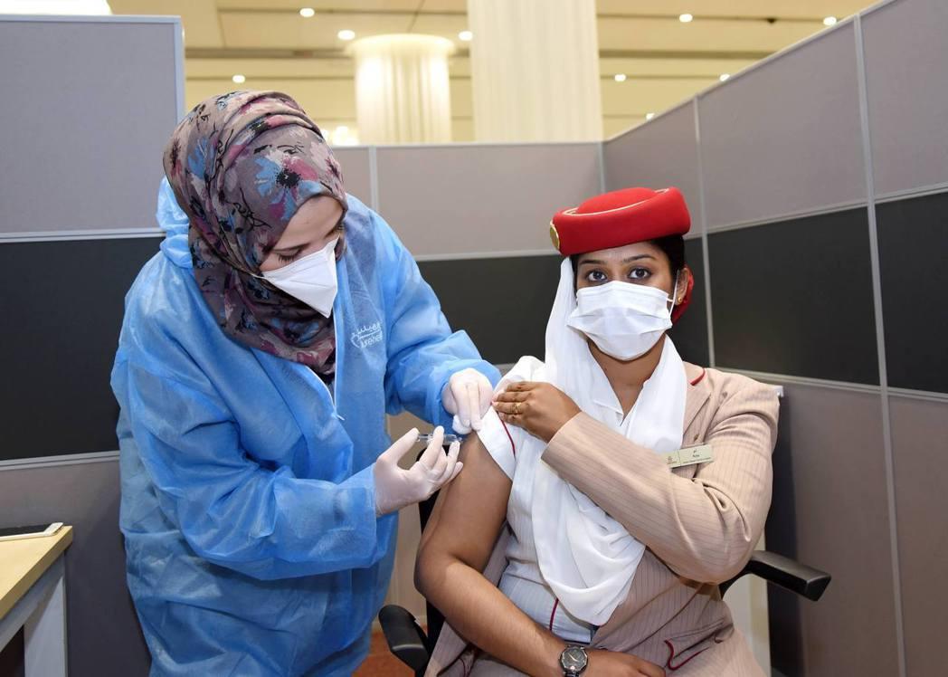 阿聯酋航空集團自1月18日早上起,為集團旗下駐阿拉伯聯合大公國的員工實施新冠肺炎...