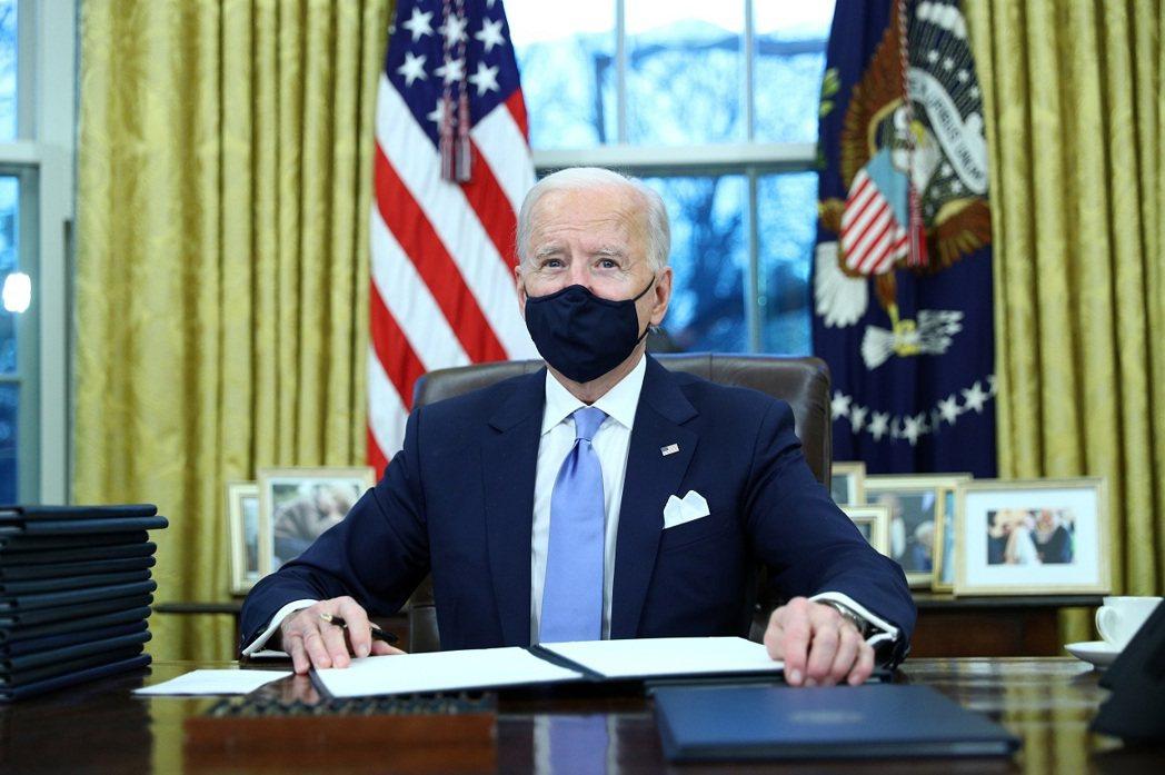 美國第46總統拜登20日就職第一天簽署行政命令,也證實剛成為「前」總統的川普有按...