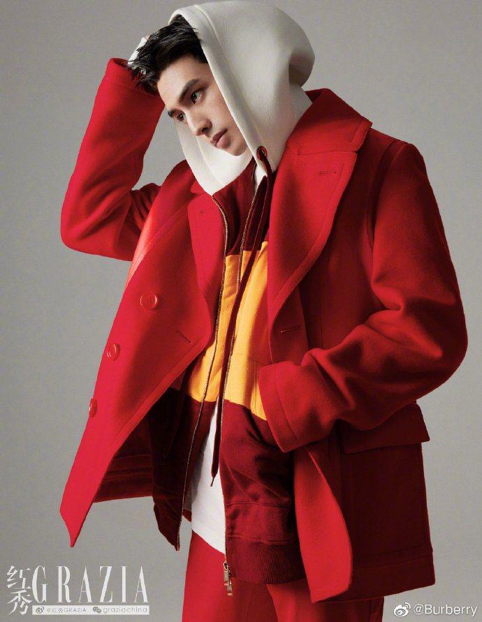 宋威龍詮釋BURBERRY 2020秋冬紅色外套登上「紅秀Grazia」。圖/取...