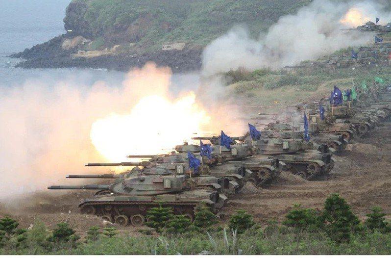 2021年始,國軍修調整體防衛構想為「多維防禦、重層阻殲、守勢持久、重點突破」,圖為去年國軍年度漢光演習。圖/聯合報系資料照片