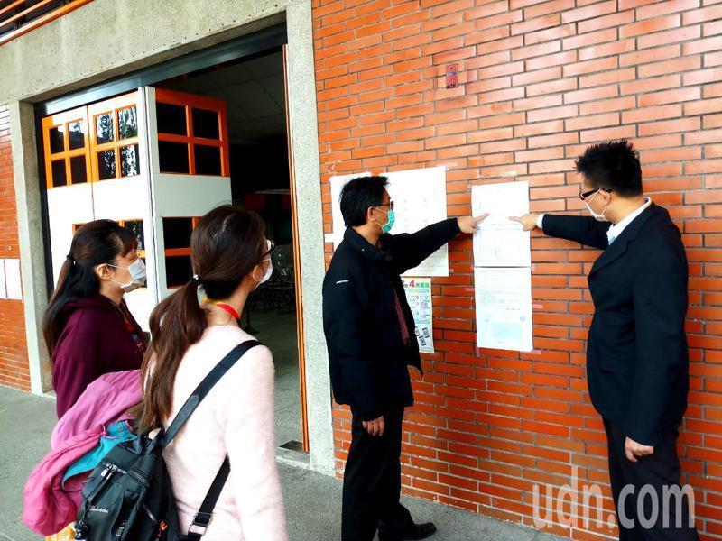 台南市長黃偉哲今天指派衛生局、教育局人員到學測考場關心防疫準備情形。記者鄭惠仁/攝影