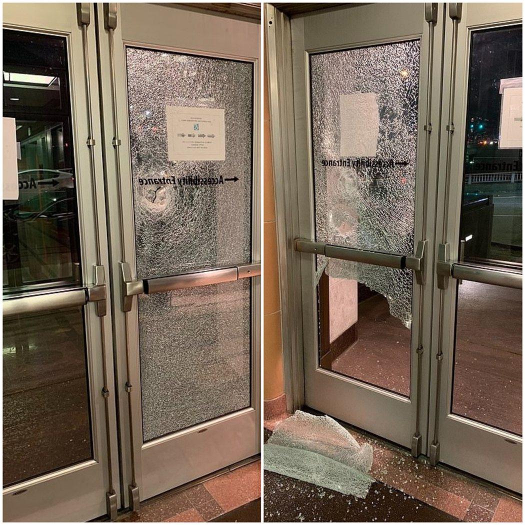西雅圖也出現黑衣示威者破壞當地的亞馬遜商店及法院。TWITTER/Seattle...