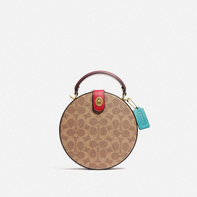COACH Circle手袋,28,800元。圖/COACH提供