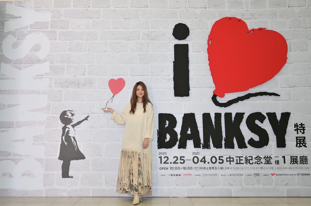 郭靜很喜歡Banksy作品背後的諷刺。圖/寬宏藝術提供