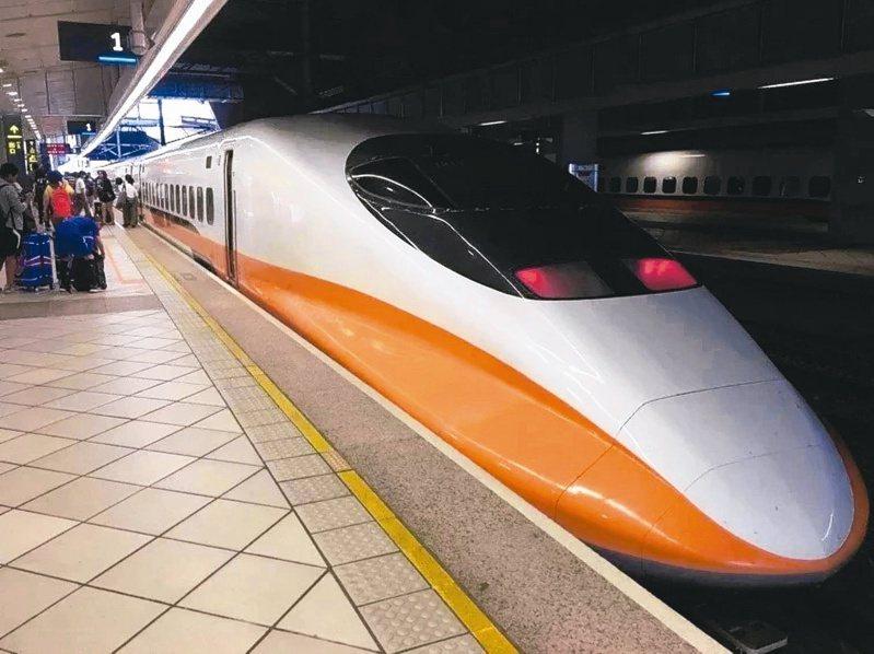 一名女網友PO文表示,自己日前搭高鐵時,因為太餓就拿吐司出來吃,未料竟遭到列車長大吼。圖/聯合報系資料照片