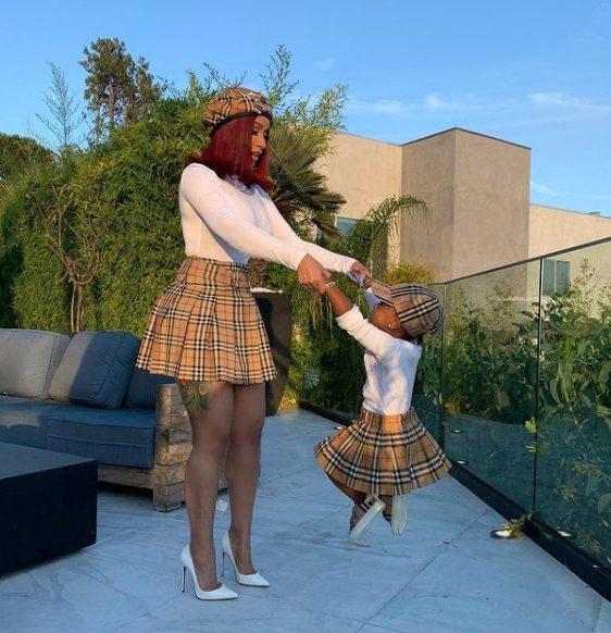 Cardi B和女兒Kulture的mini-me時尚。圖/取自IG