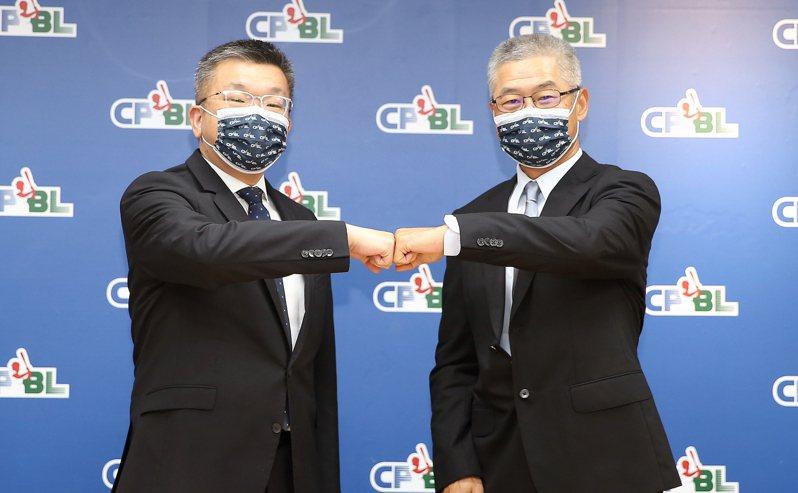 中職會長蔡其昌(左)任命楊清瓏為聯盟祕書長。圖/中職聯盟提供