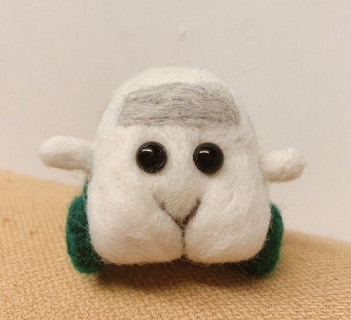 男友用羊毛氈手作一台天竺鼠車車,讓她非常感動。 圖擷自Dcard