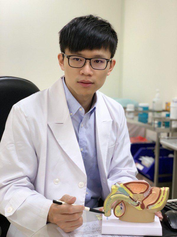 亞東醫院泌尿科醫師鄭百諭指出,膀胱癌治療針對不同期別、細胞分化以及腫瘤惡性度有不...