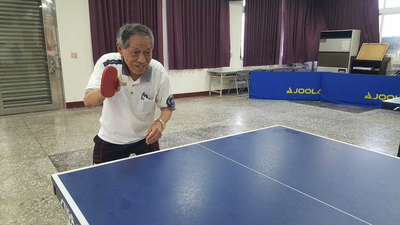 蕭旭烈在社區幹部、地方友人協助下,去年發起成立蘆竹社區桌球班,每周有4天下午大家...