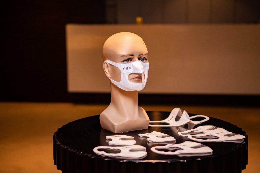 可看見嘴型的「透明口罩」樣品照。 圖/兩廳院提供