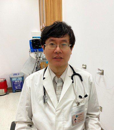 中榮心臟內科劉尊睿醫師說,「秋冬是流感及肺炎好發的季節。施打流感、肺炎鏈球菌疫苗...