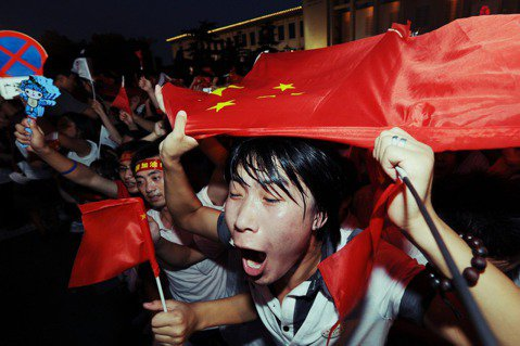 「為什麼中國越來越多高學歷青年,選擇走入基層公務體系?」中國在2020年的一起新...