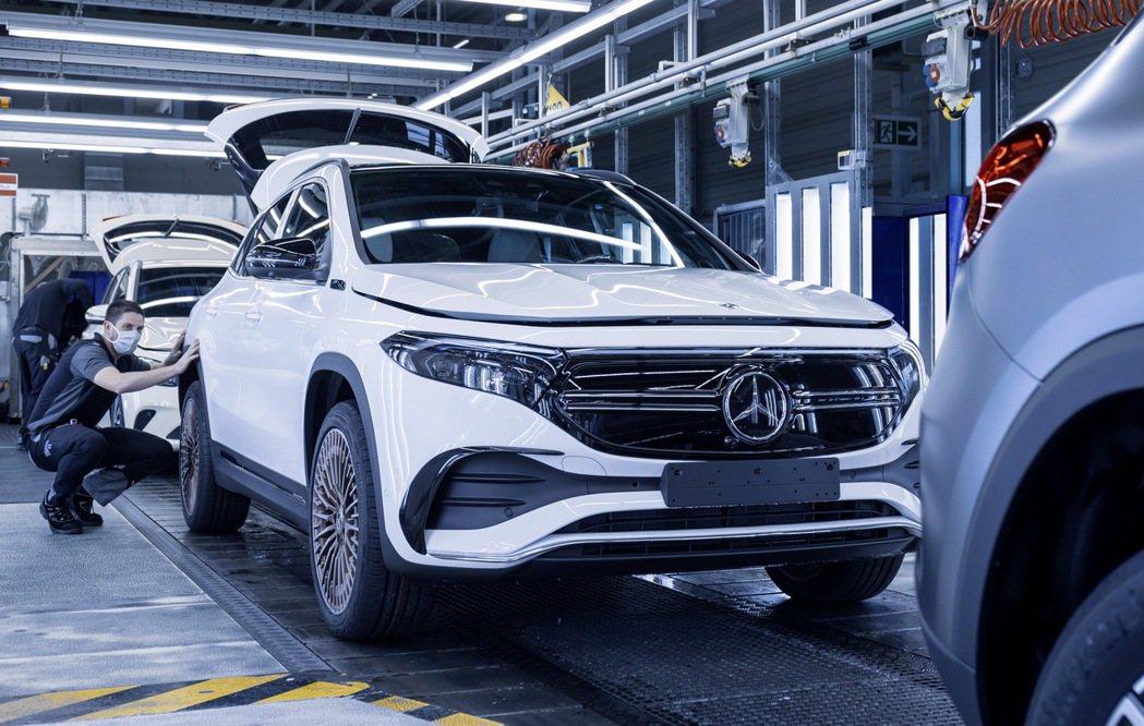 全新Mercedes-Benz EQA預計將在今年春季率先於歐洲市場發售。 摘自...