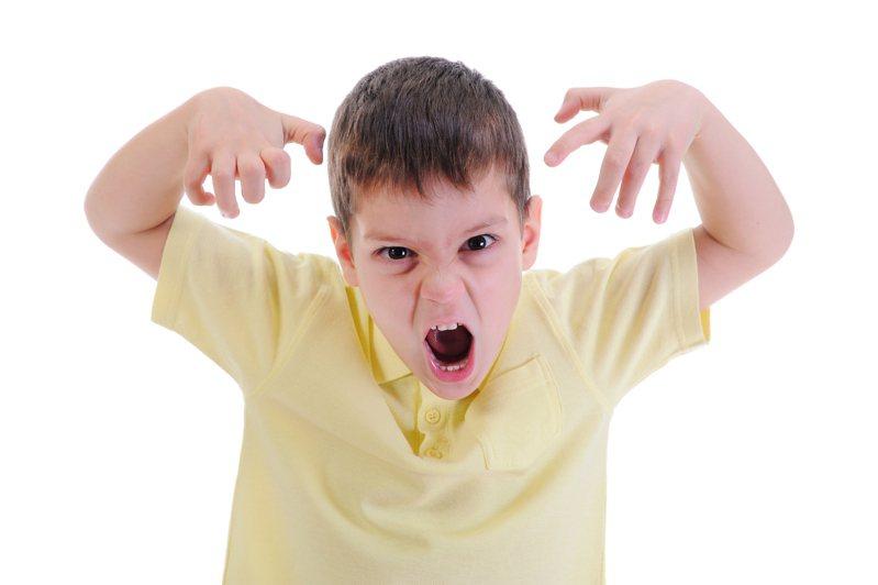 現在的孩子啟蒙早加上早熟,面對長輩訓斥還能以伶牙利齒回應。 示意圖/ingimage