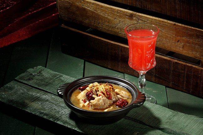 紹興燉雞與WA-SHU和酒主理人稻葉智章特調酒款。 圖/欣葉俱樂部提供