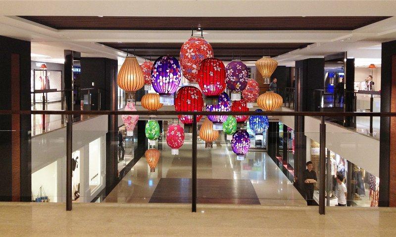迎接牛年到來,晶華酒店以大型的華麗燈籠營造出濃厚的節慶氛圍。 業者/提供
