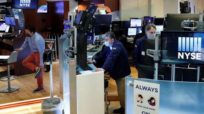 2020年激增的流動性持續流入股市,只有少數人擔憂通膨升高。 路透