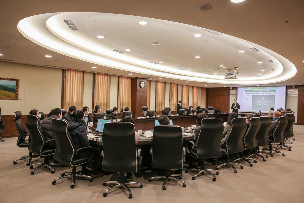 簡又新大使於中央銀行演講實況。
