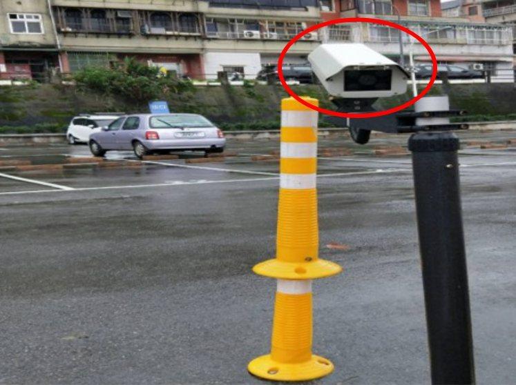 利用AI深度辨識,協助竹山觀音寺掌握停車場停車狀況。 申鎧國際/提供