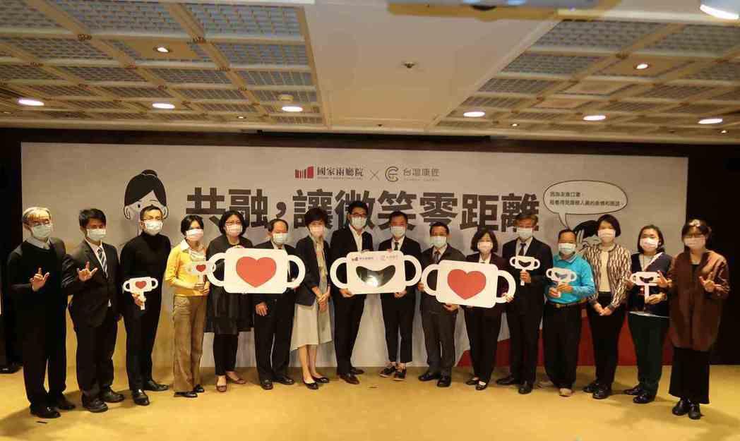 台灣康匠公司「透明口罩」新品發表會與會貴賓合影。 李炎奇/攝影