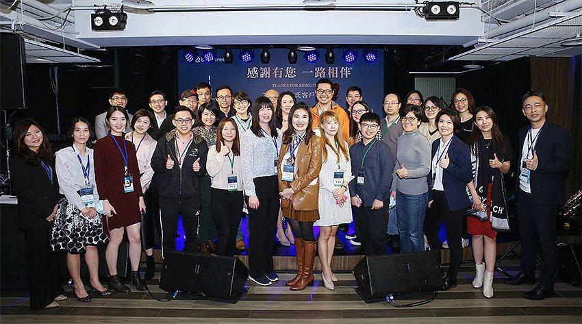 鄧白氏公司舉辦「2021鄧白氏客戶答謝會」,台灣區總經理孫偉真(前排中)感謝大家...
