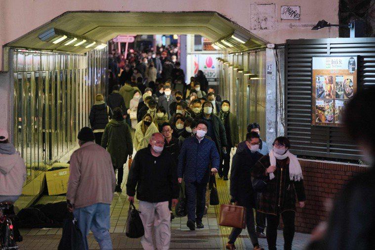 日本政府本月7日針對部分地區二度發布「緊急事態宣言」,但2週以來仍無法抑制疫情。...