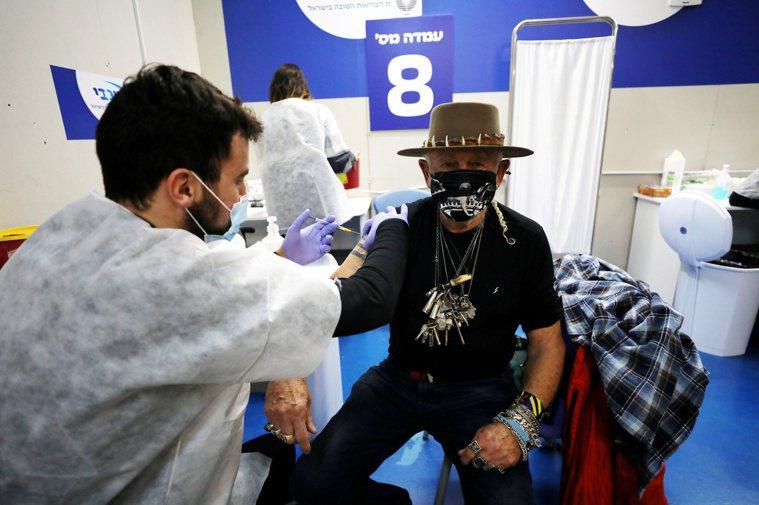 以色列的新型冠狀病毒疫苗全國接種速度名列世界前茅,但當地媒體披露,以國首席防疫專...