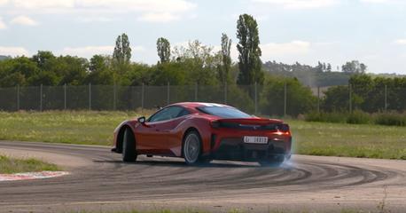 影/超越McLaren 720S與Porsche 911 GT2 RS!Ferrari 488 Pista刷新紀錄