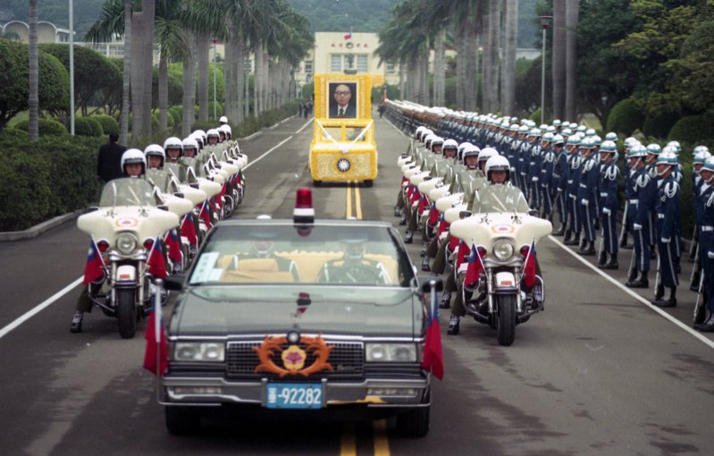 嚴前總統家淦奉安典禮車隊。圖/聯合報系資料照片