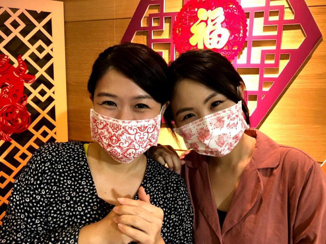 鴻運版青花瓷醫療口罩將在愛買全門市開賣。(照片提供:愛買)