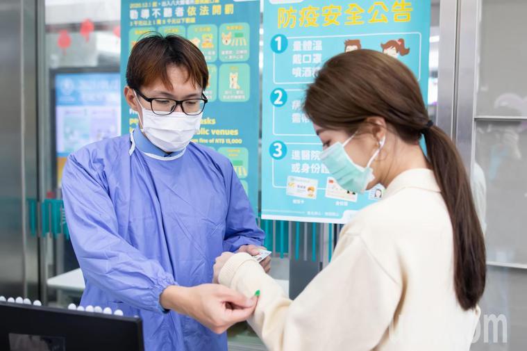 近期如有探陪病需求的民眾,請配合醫院實聯制登記及TOCC,全程配戴口罩並落實手部...